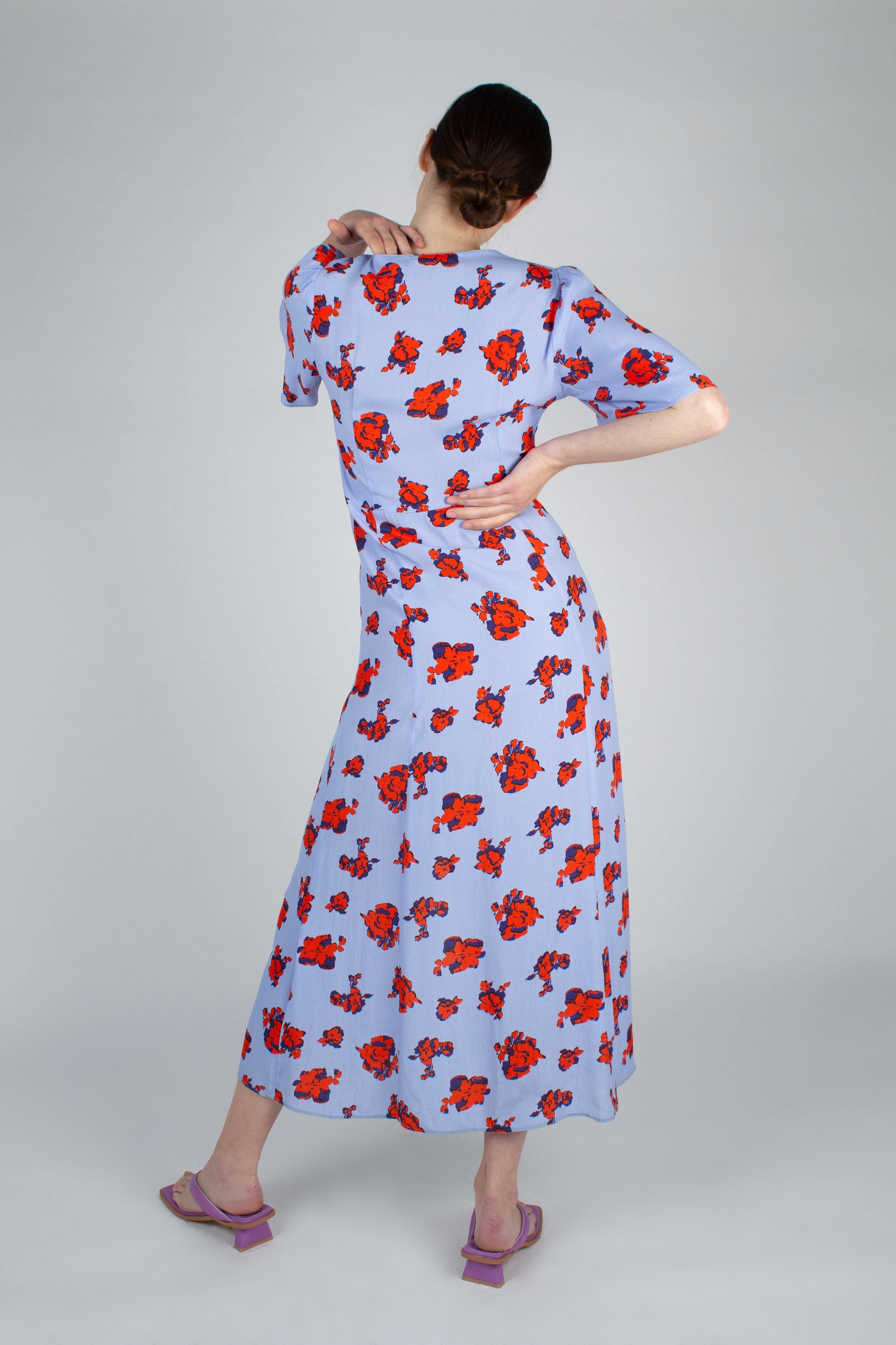 Pale blue and red floral print short sleeved maxi dress_MFBBA1