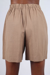 Brown tucked linen wide fit shorts_8