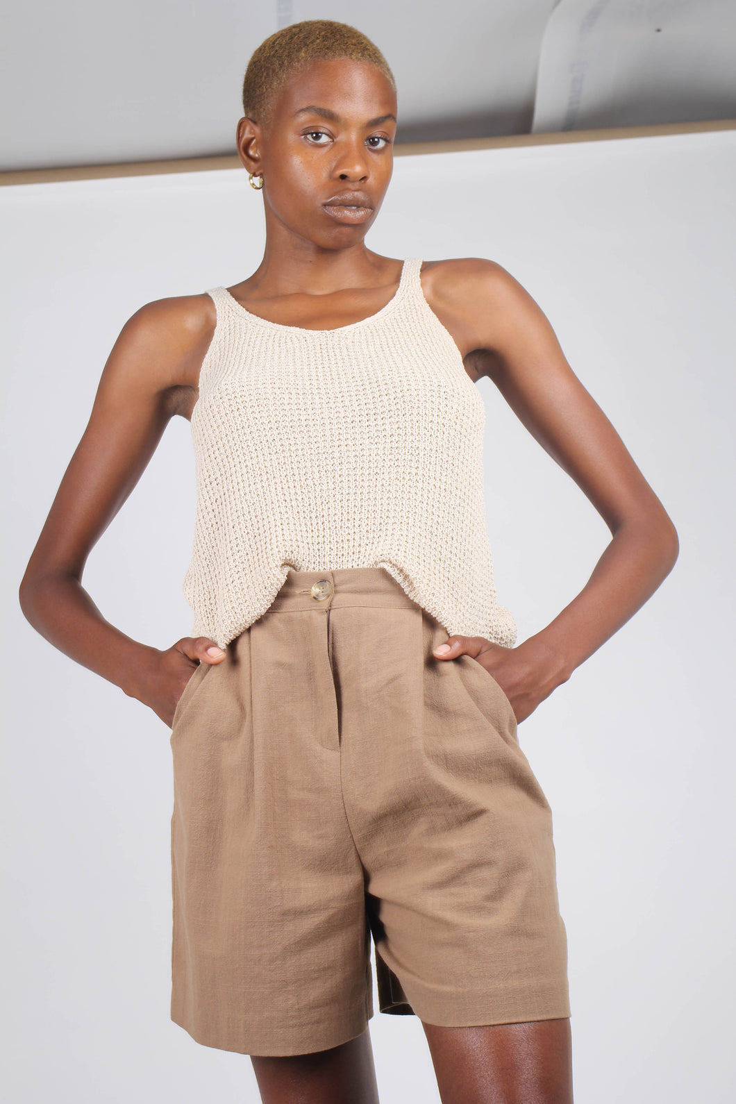 Brown tucked linen wide fit shorts_1