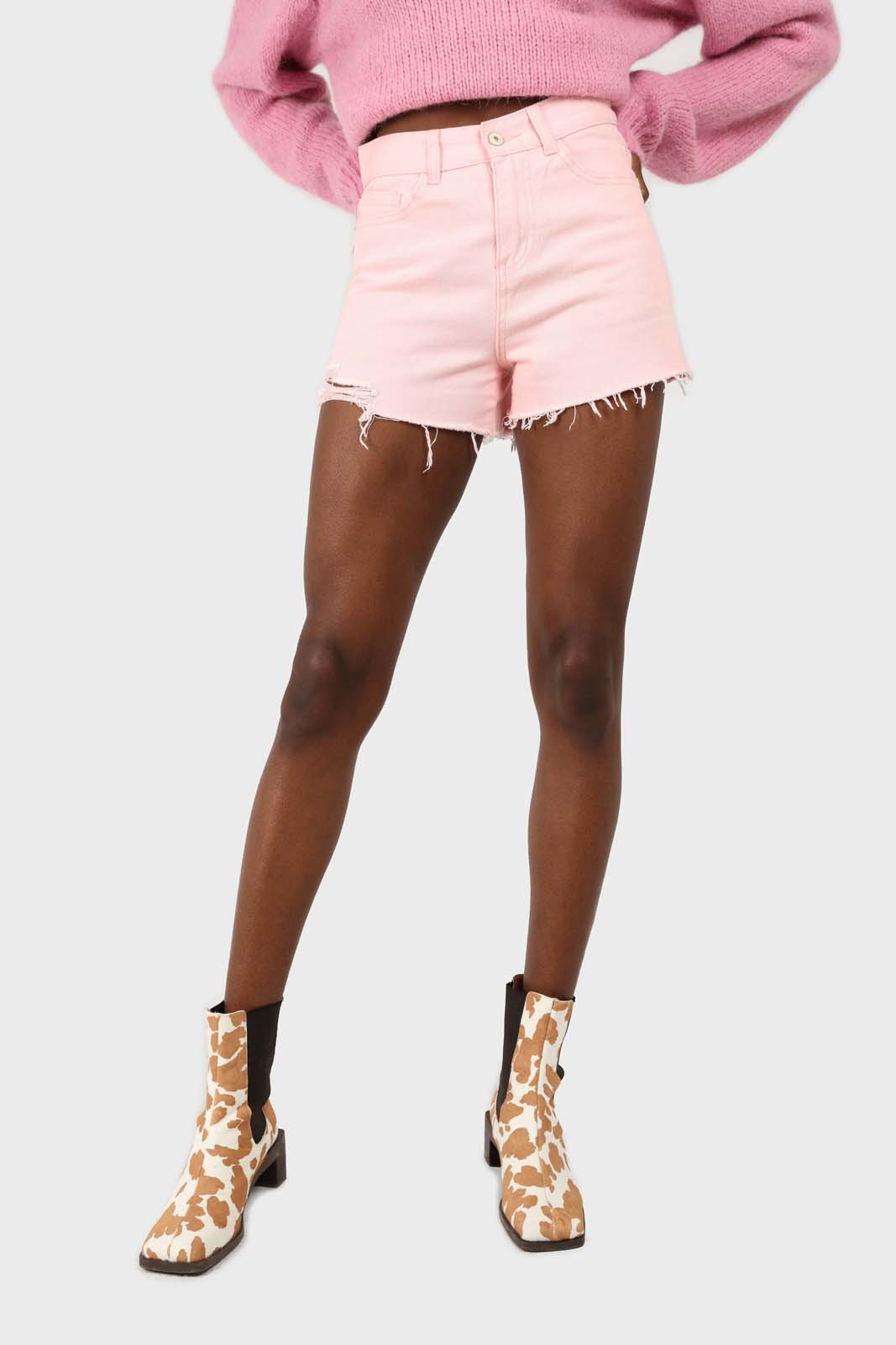 Pink raw hem denim shorts2