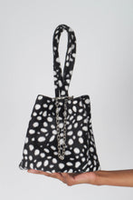Load image into Gallery viewer, Black leopard print chain bucket bag3