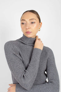 Grey turtleneck thick rib knit midi dress5