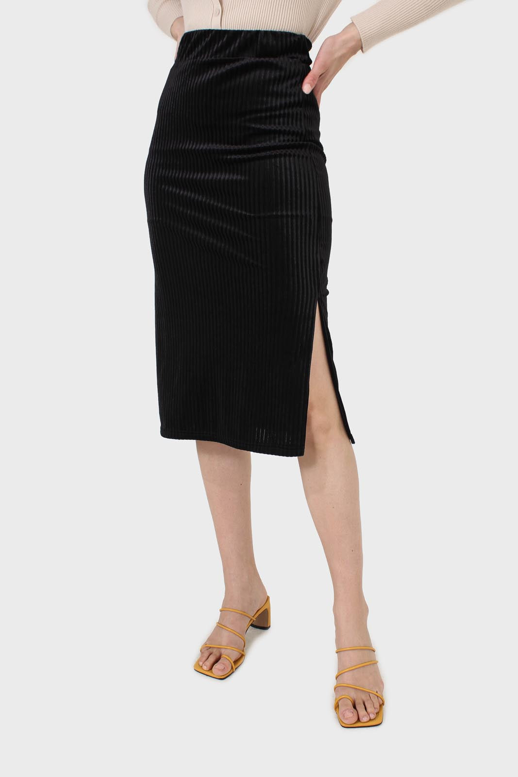 Black ribbed velvet pencil skirt1