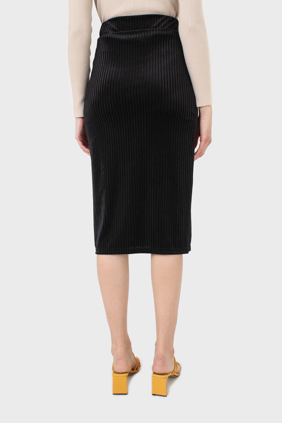 Black ribbed velvet pencil skirt2