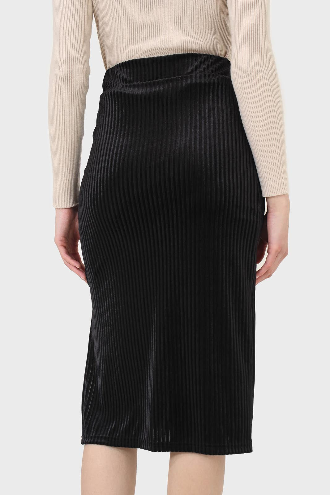 Black ribbed velvet pencil skirt3