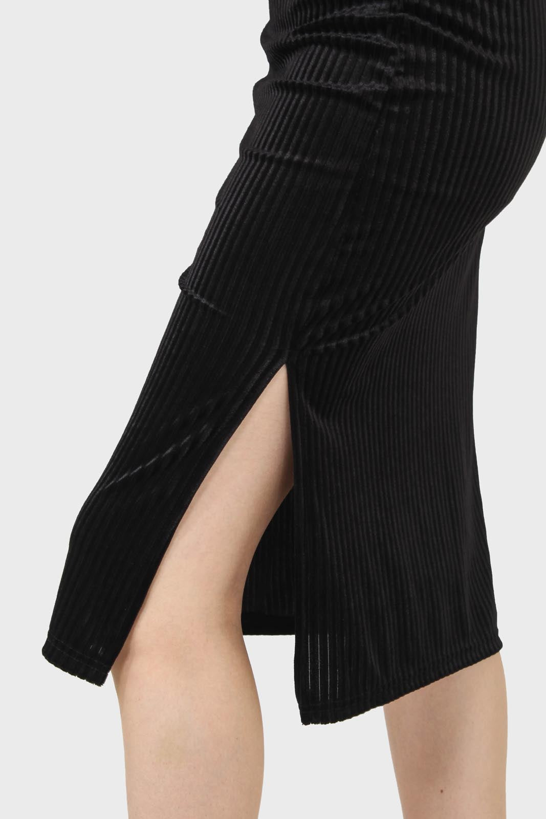 Black ribbed velvet pencil skirt4