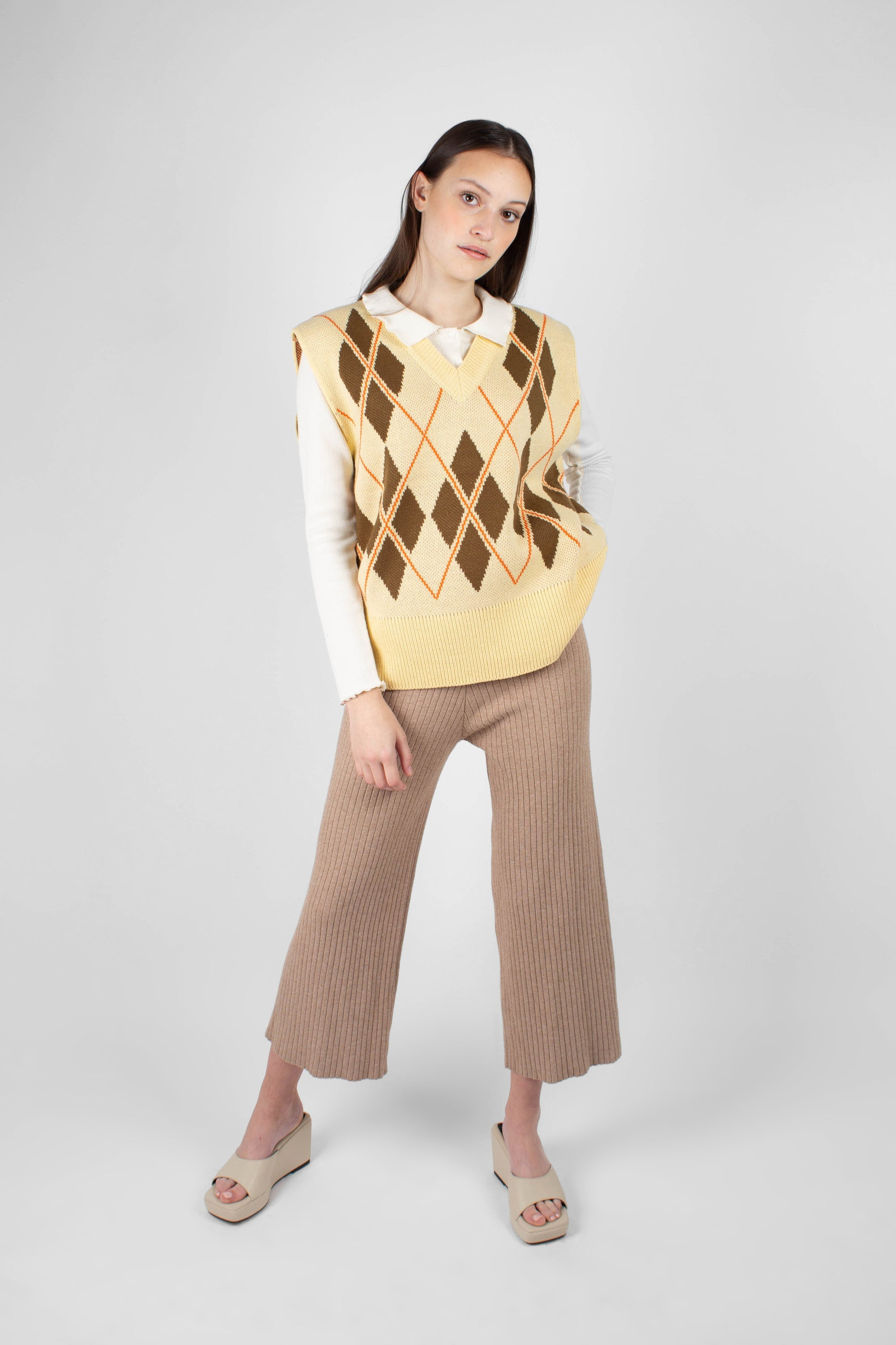Beige wide leg ribbed knit trousers1