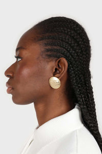 Gold hammered circle earrings2