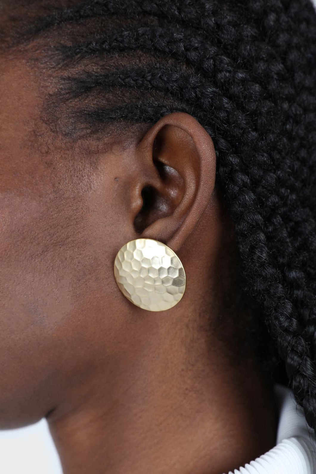 Gold hammered circle earrings3