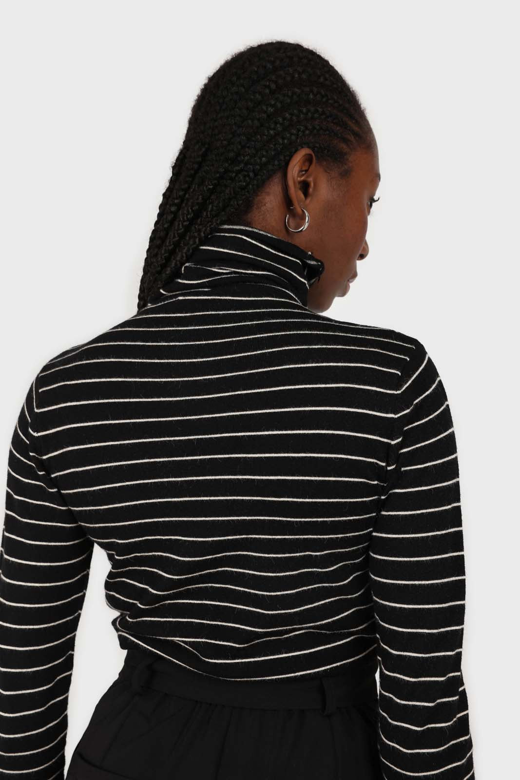 Black and white striped turtleneck long sleeved top 3