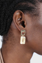 Load image into Gallery viewer, Gold and beige marble drop earrings1sx