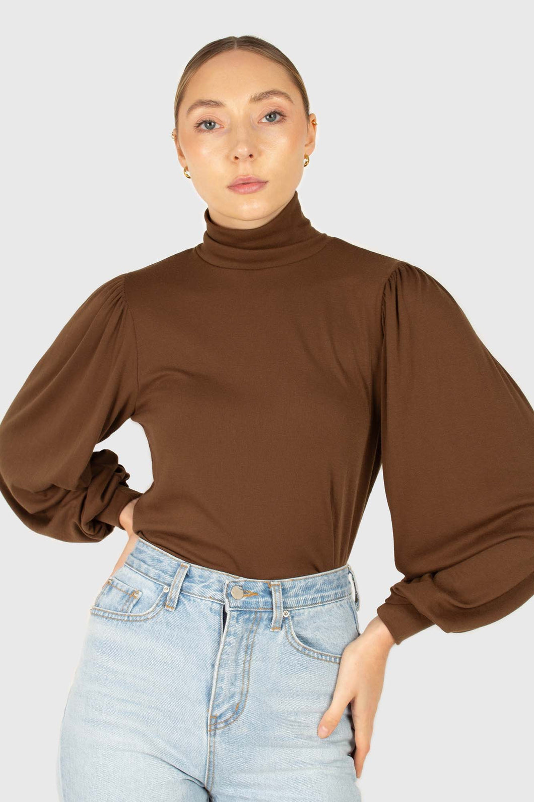 Brown turtleneck puff sleeved fitted top1
