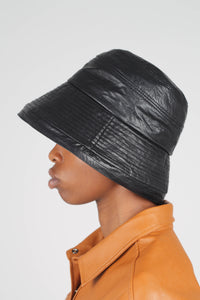 Black vinyl bucket hat3