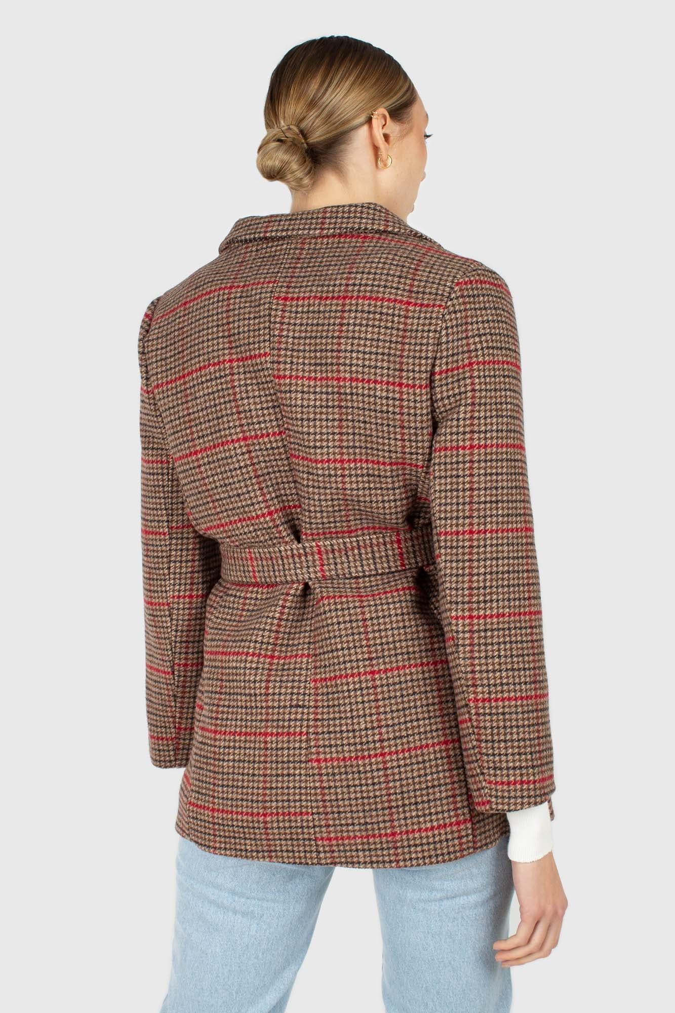Beige and red checked belted long jacket2