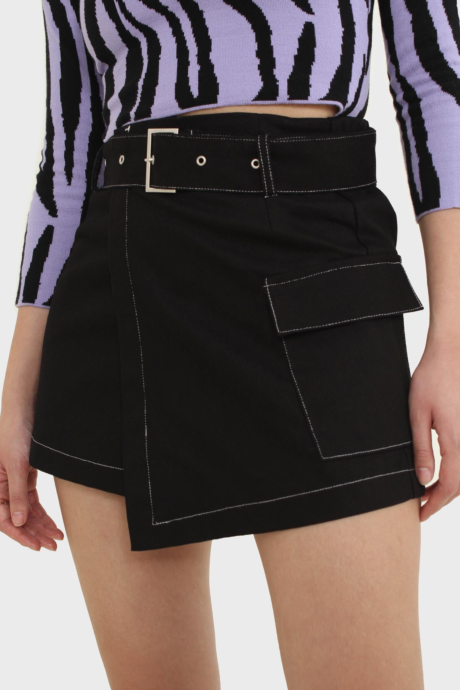 Black and white contrast stitch belted pocket mini3