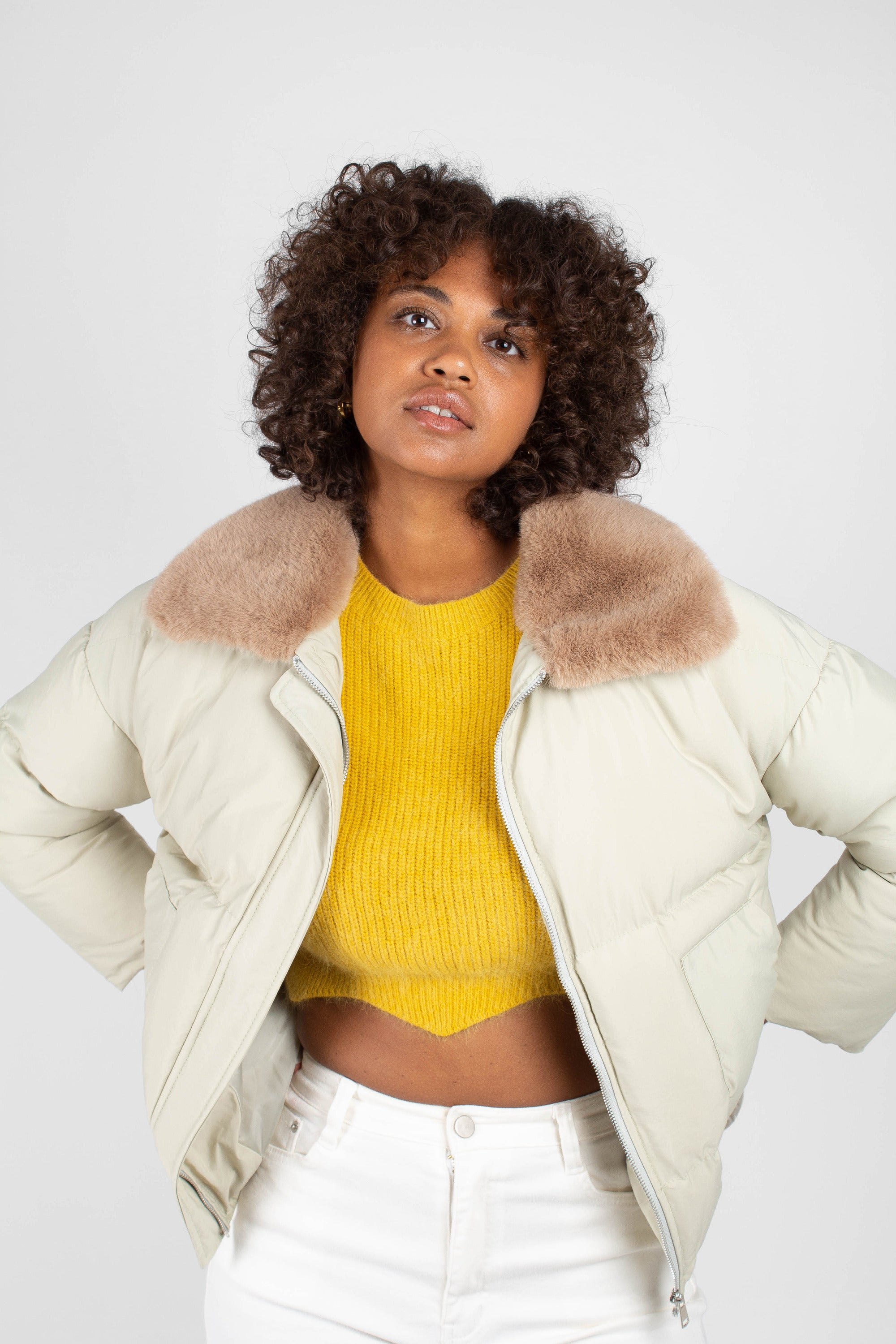 Pale khaki fur collar puffer jacket3
