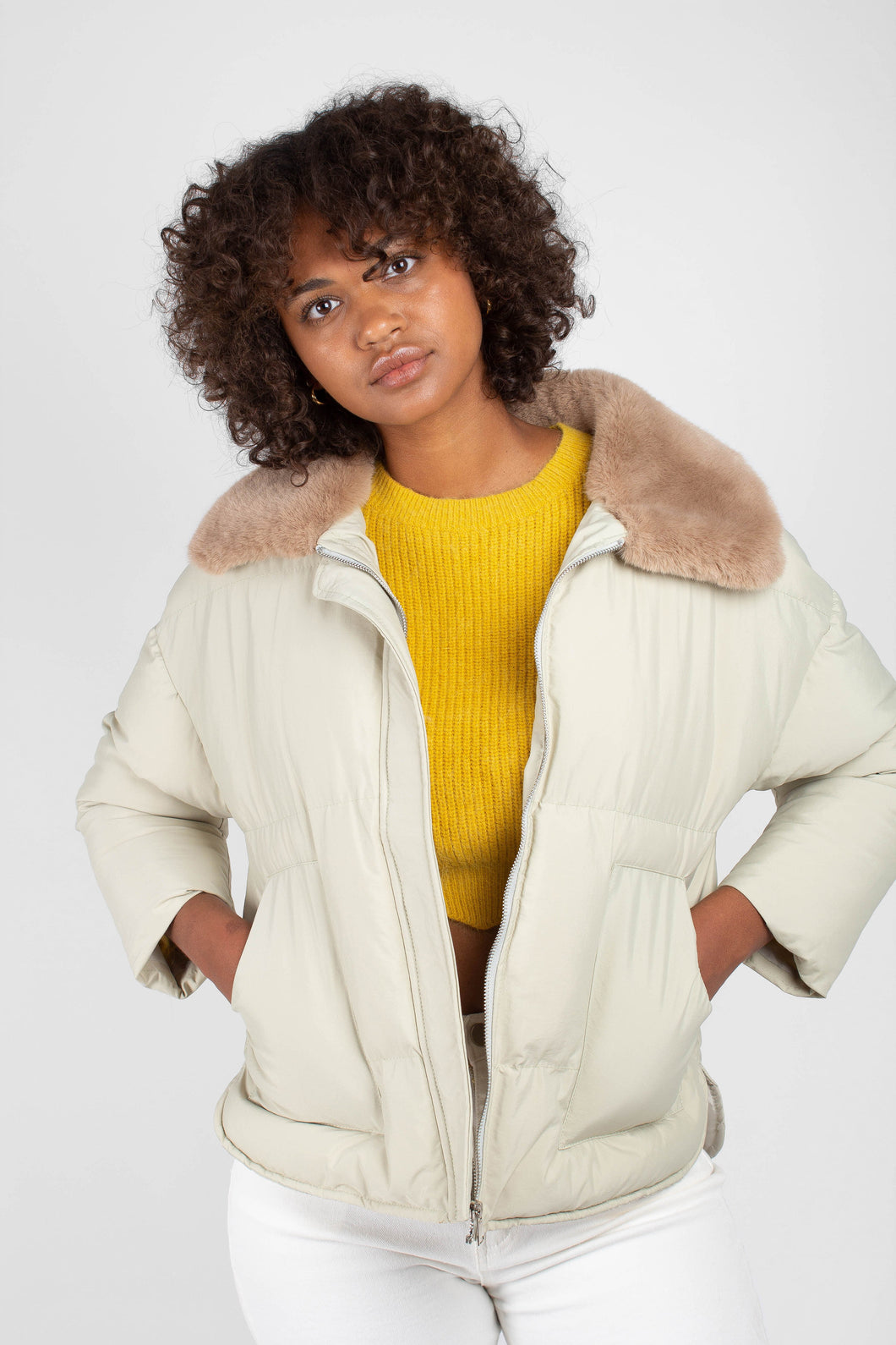Pale khaki fur collar puffer jacket4