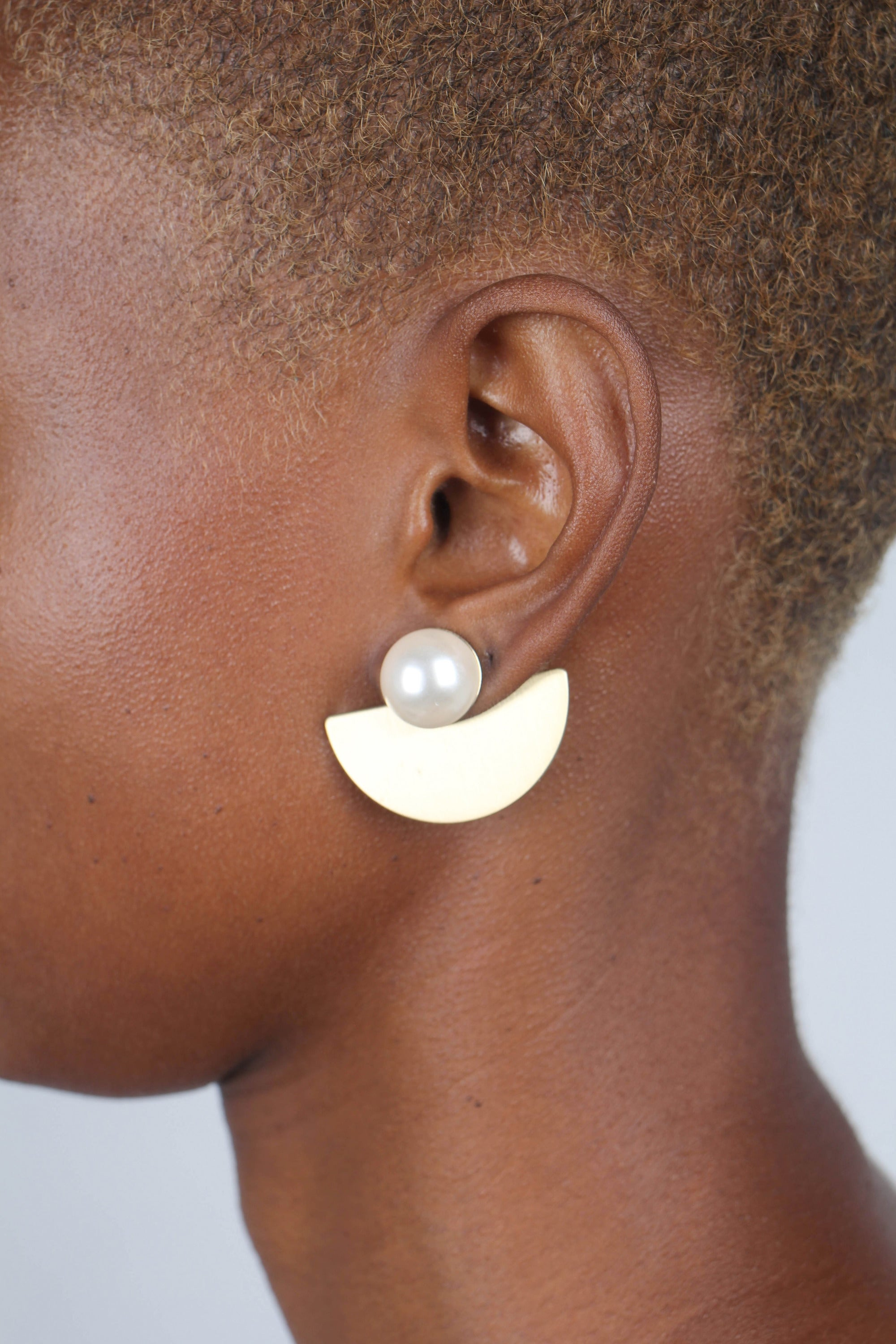 Gold giant pearl fan earrings_2