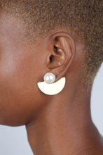 Load image into Gallery viewer, Gold giant pearl fan earrings_2