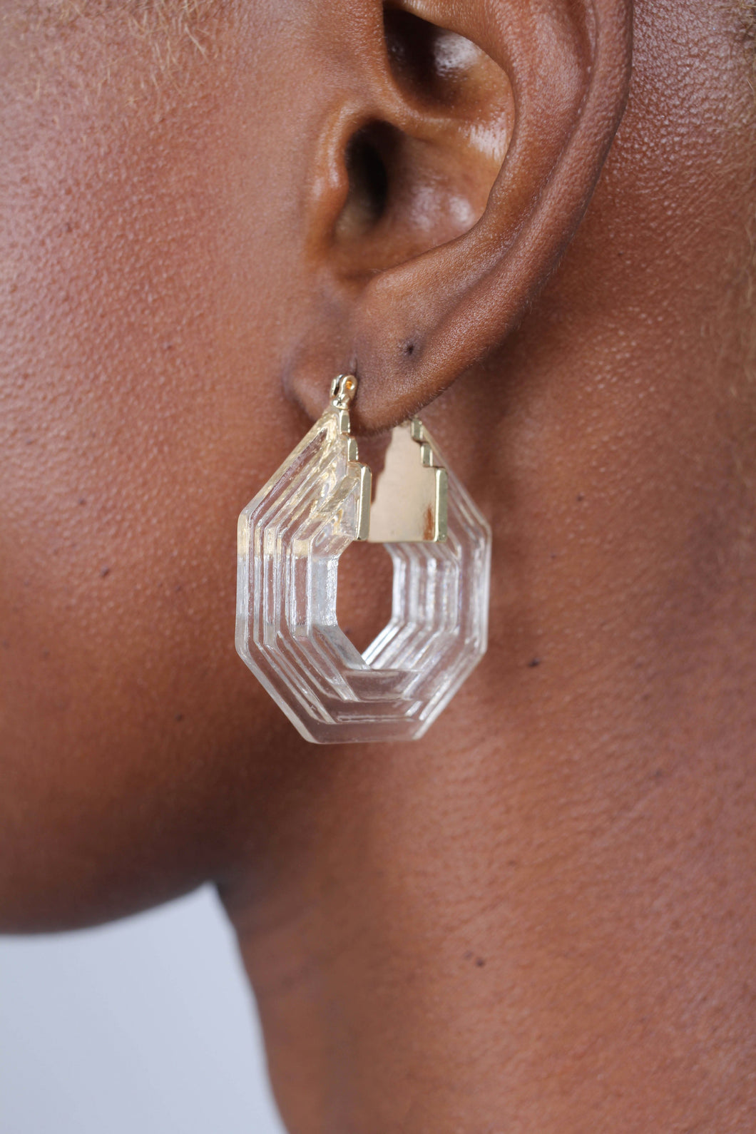 Clear ridged thick hexagon hoop earrings_1