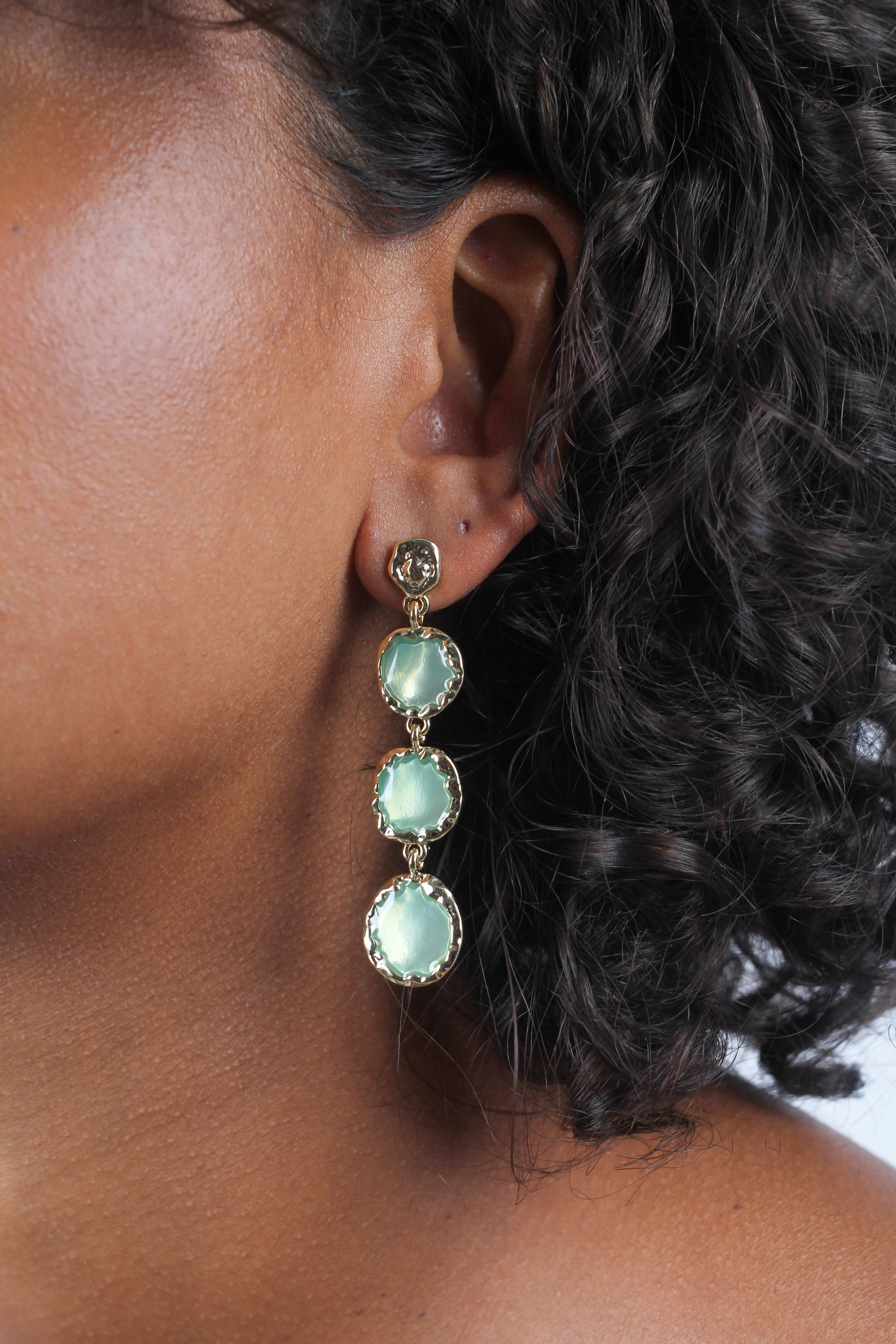 Green falling glass circle gem earrings_MDEBA2
