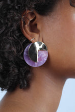 Load image into Gallery viewer, Lilac fleck and hammered gold disc earrings_MDEBA1