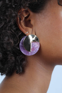 Lilac fleck and hammered gold disc earrings_MDEBA1