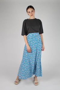 Bright blue daisy print maxi skirt_MFFBA1