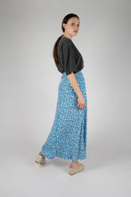 Load image into Gallery viewer, Bright blue daisy print maxi skirt_MFSBA1