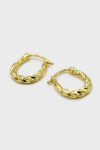 Load image into Gallery viewer, Gold twisted oval huggie earring - 9mm1sx