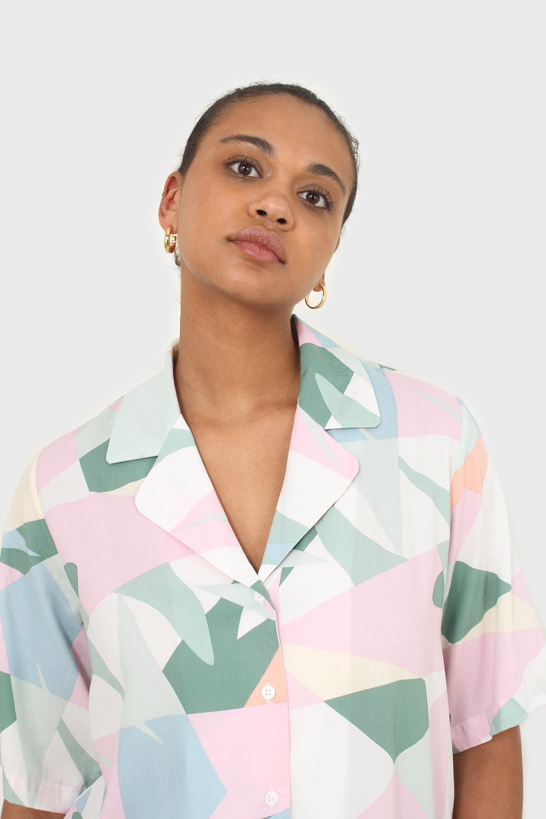 Pink multicolor graphic print short sleeved shirt1