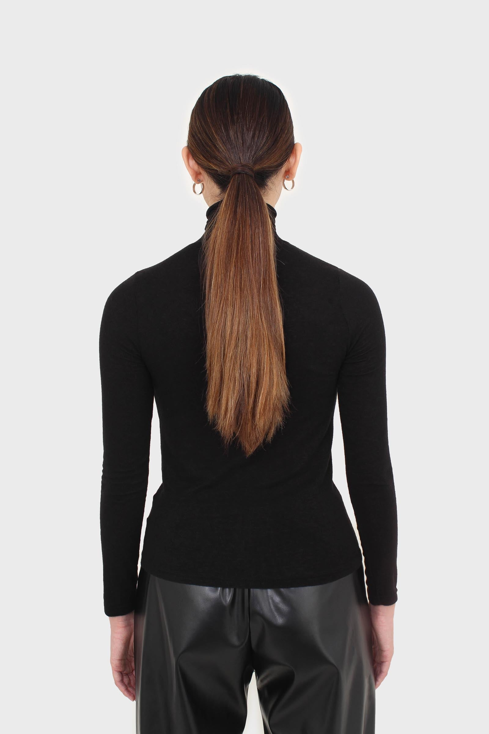 Black wool blended thin turtleneck top3