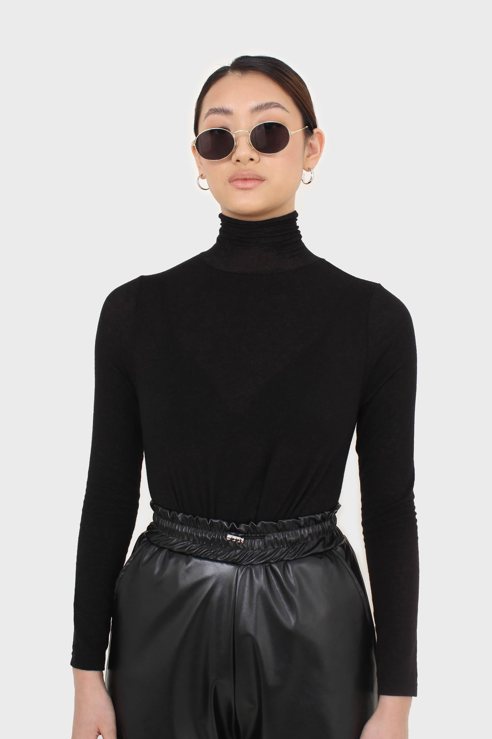 Black wool blended thin turtleneck top7