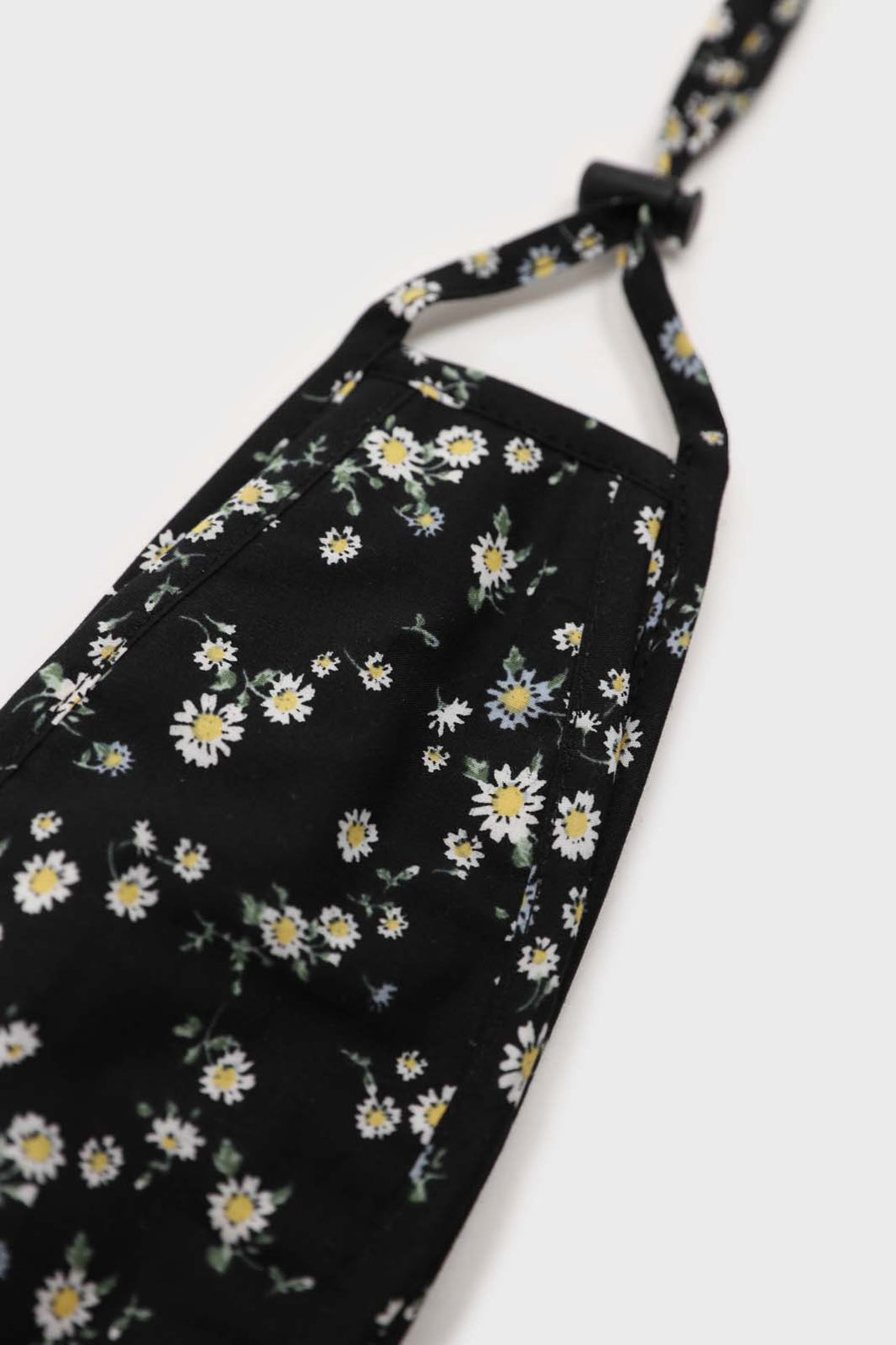 Black and white wild daisy print face mask1sx