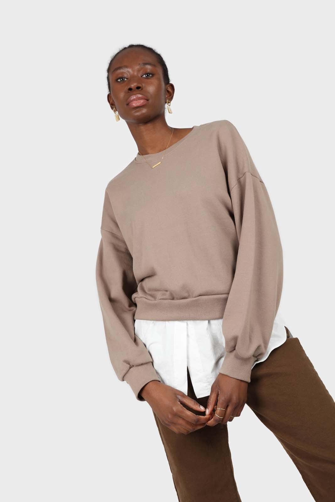 Pale brown white hem layered sweatshirt2