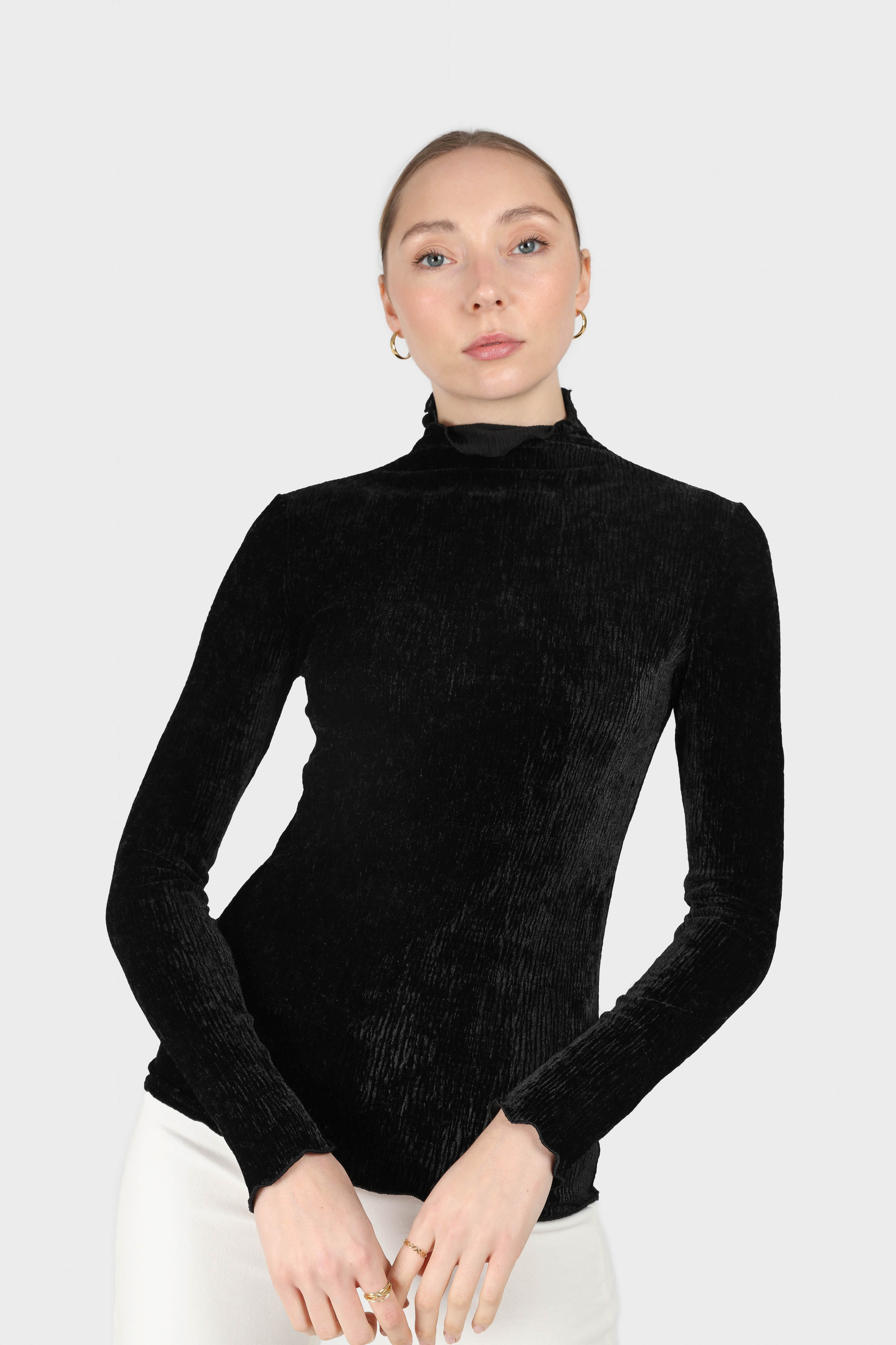 Black wrinkle velvet turtleneck top2