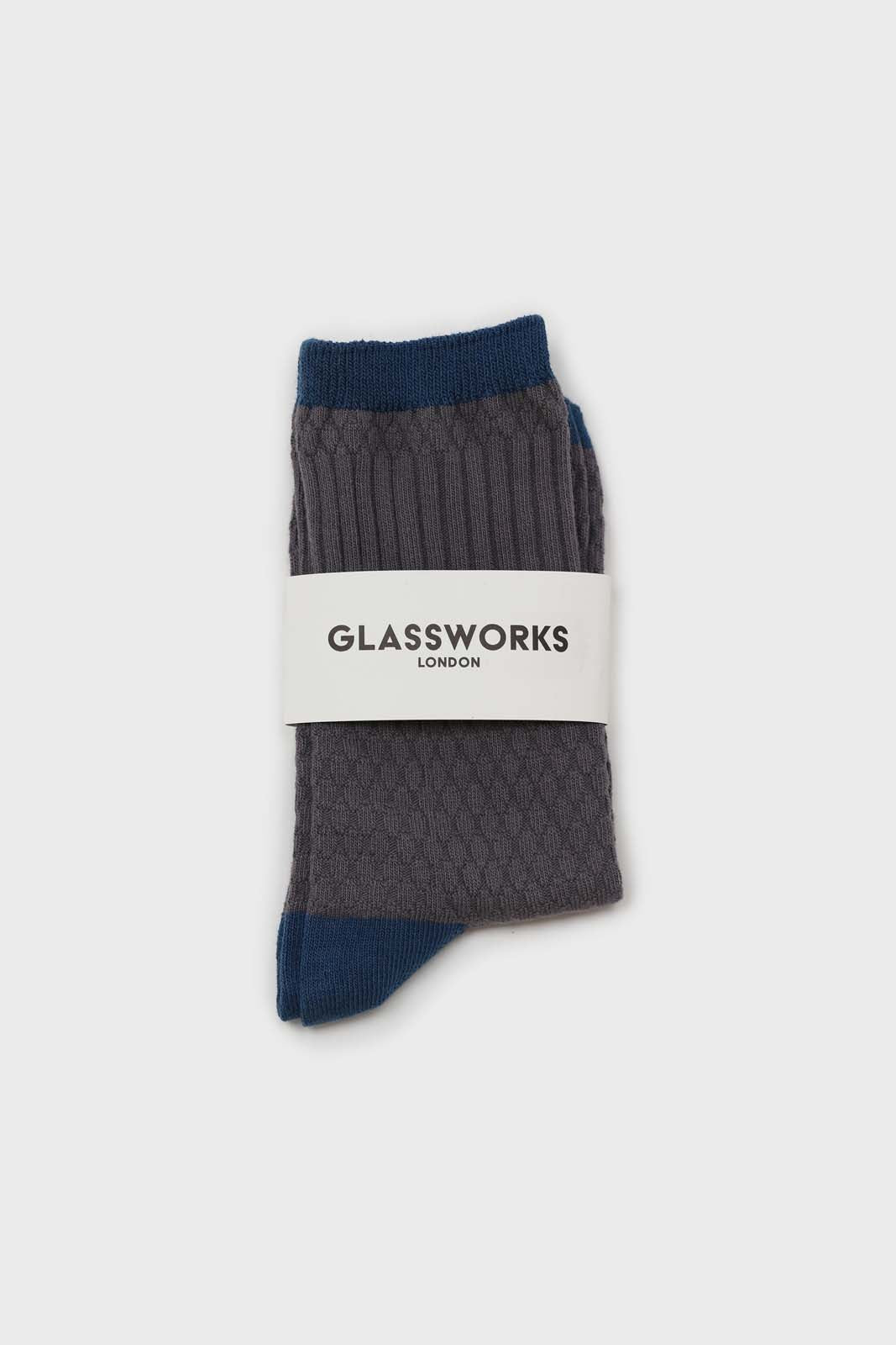 Grey textured diamond blue trim socks2