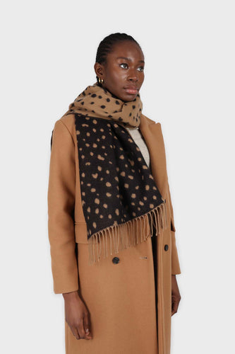Camel and black leopard intarsia scarf4