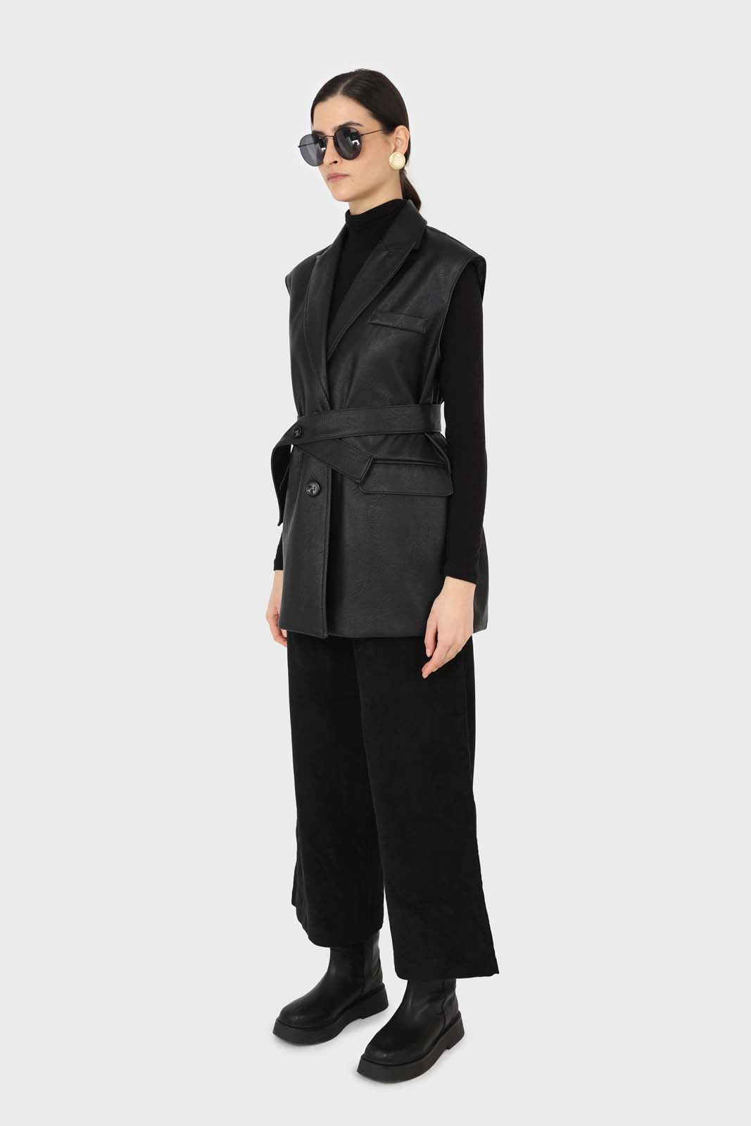 Black micro corduroy belted loose fit trousers1sx