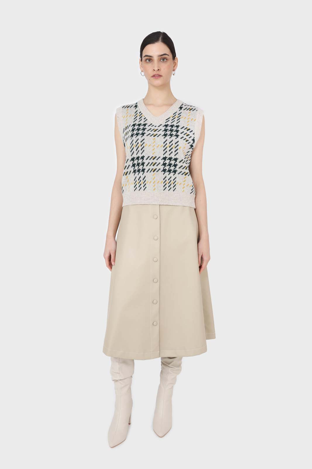 Beige and khaki checked knit vest3