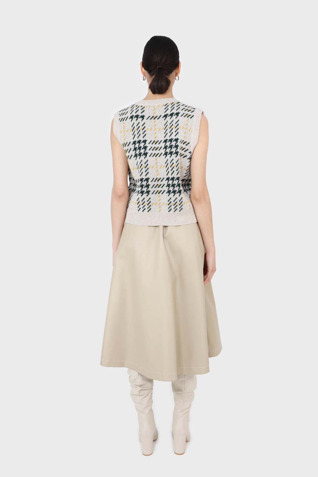 Beige and khaki checked knit vest5