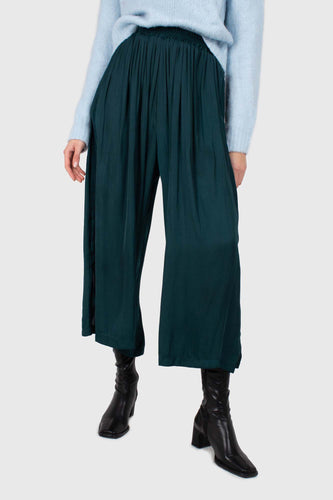 Green silky shirring loose fit trousers1