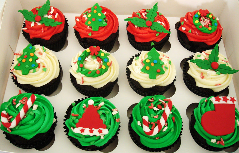 25 pcs regular cupcakes with Christmas decors