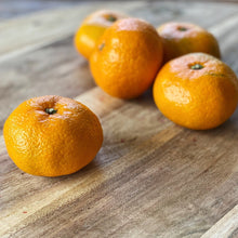 Load image into Gallery viewer, 5 satsumas on a wooden board