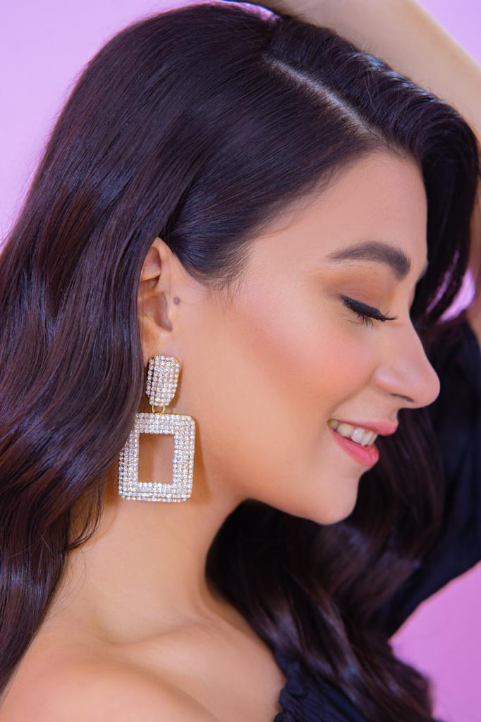 A Chunky Bites Earrings In Golden