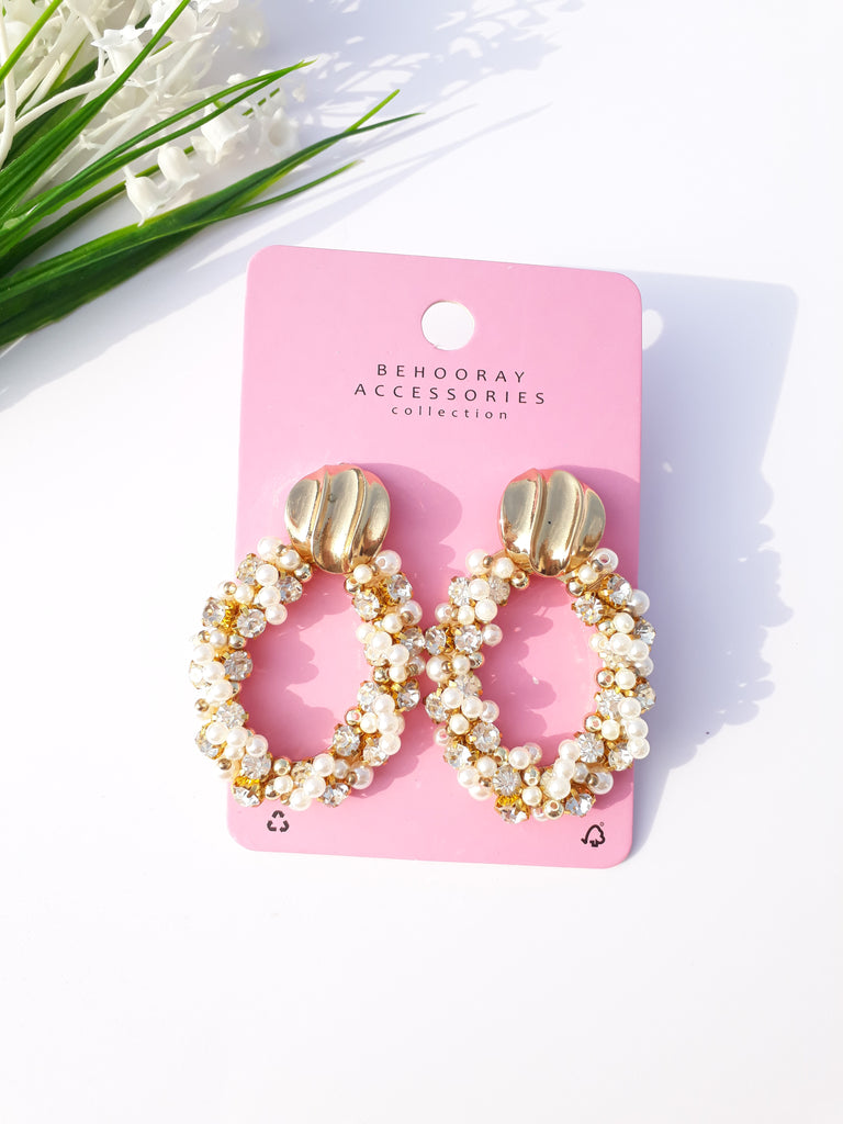 Glam Me Up Golden & Pearl Earrings In Oval