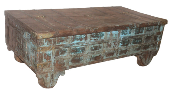 in3552 large antique trunk with original paint with wheels