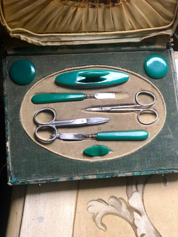 fa2414 French manicure set form the 19th century