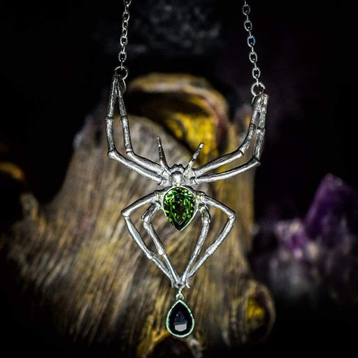 Emerald Venom Pendant By Alchemy - GOLDENHANDS