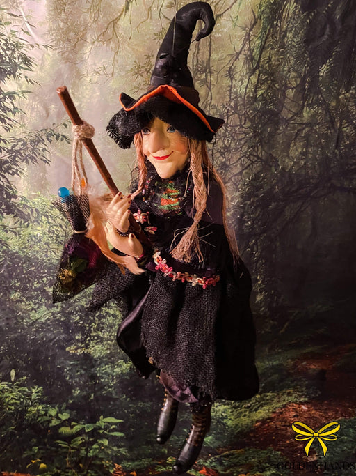 Alice Nutter Brown 50cm Pendle Witch - GOLDENHANDS